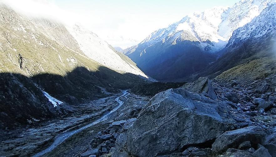 Name:  Alpine valley by Kev.jpg Views: 19 Size:  99.3 KB